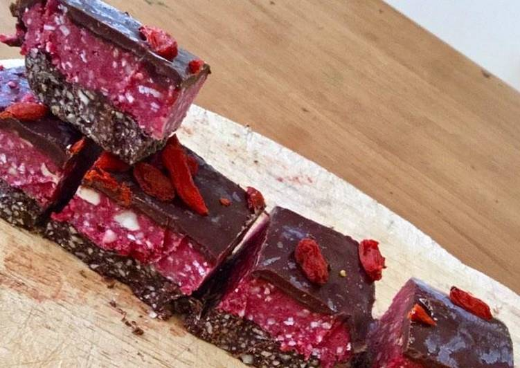 Recipe: Perfect Raspberry chocolate raw slice