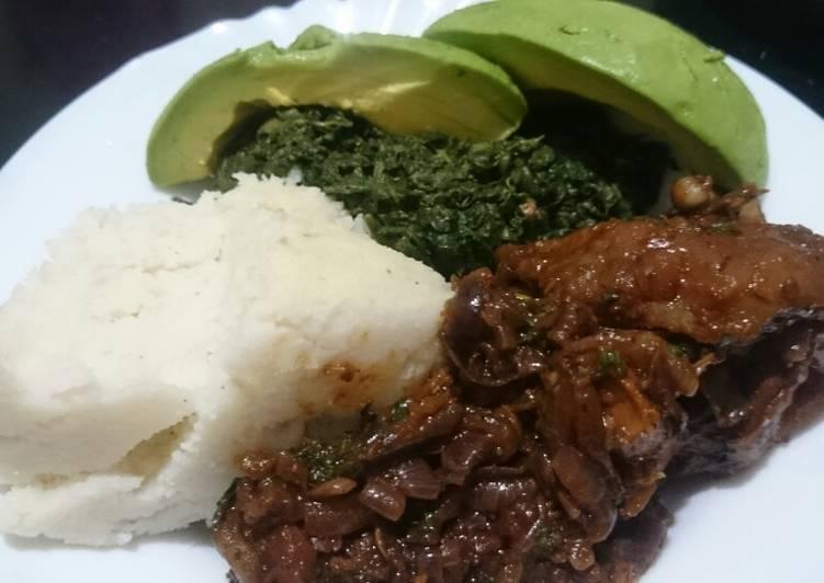 Ugali kienyeji and chicken+ guacamole 😋