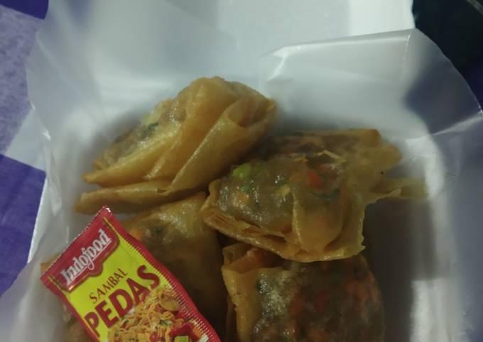 Cibay isi sayuran dan ayam pedas