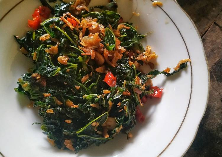 Tumis daun pepaya jepang dan udang papai