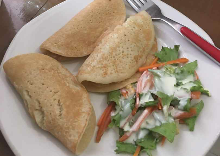 Pancake with coleslaw