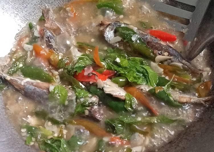 Ikan pindang kemangi cabe hijau