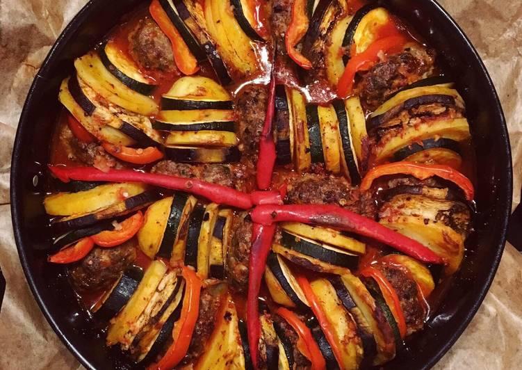 Ofen-Köfte mit Gemüse