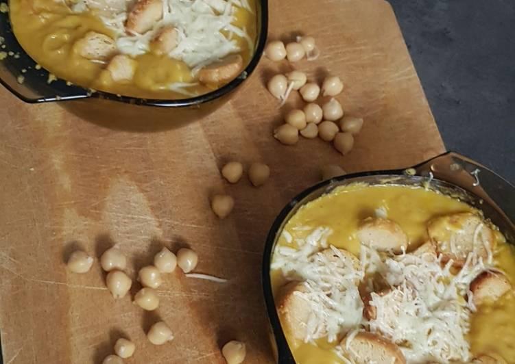 Velouté de pois cassés gratiné aux croûtons /fromage