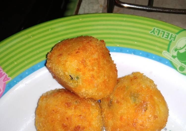 Bitterballen kentang keju.. ngeju banget di setiap gigitannya.. 😚