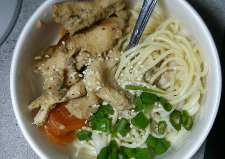 Simple Sesame Sauce Pasta with Chicken & Carrots