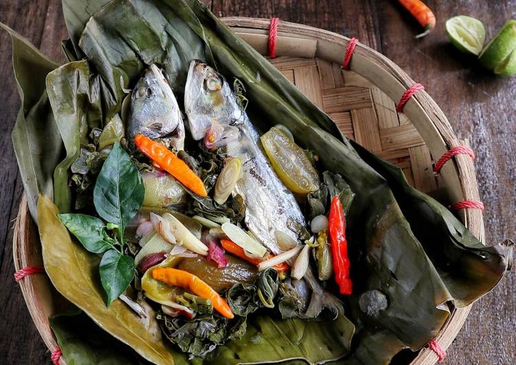Pepes ikan peda daun singkong