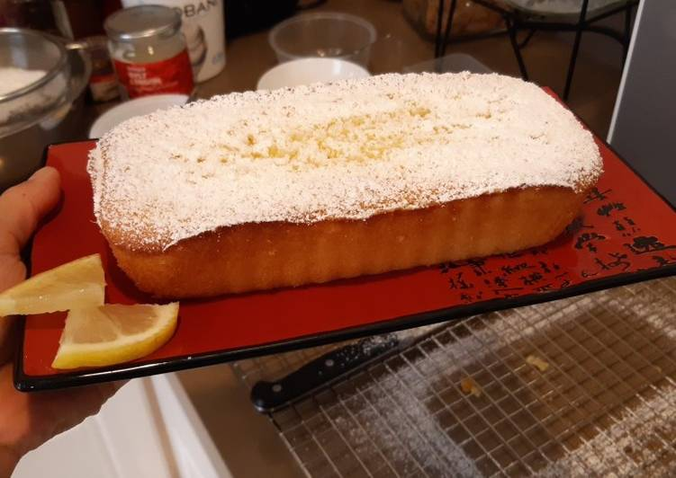 Lemon loaf pound cake with icing sugar