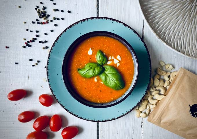 Tomato soup with cashew