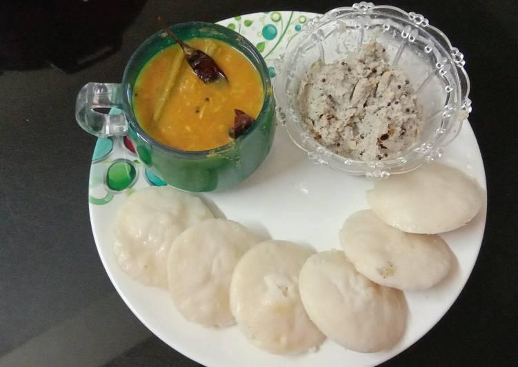 Idly sambhar and coconut chatny
