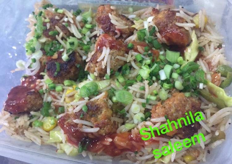 Meat ball rice with vegetables