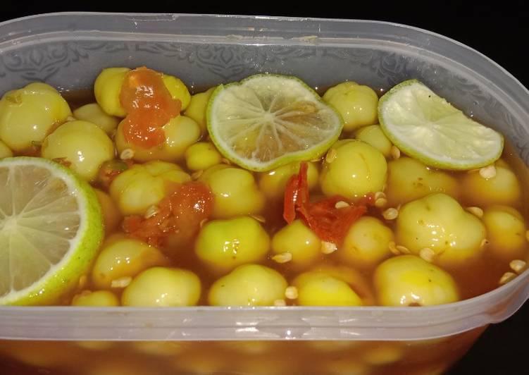Asinan buah ceremai