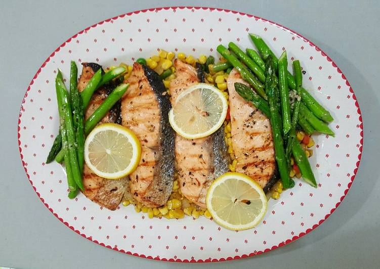 Salmon Pan Fried with Asparagus