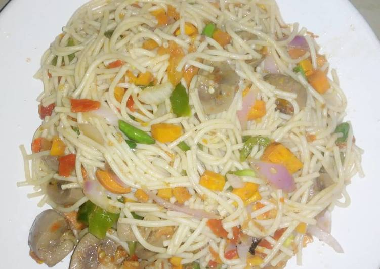 Consuming 14 Superfoods Is A Good Way To Go Green And Be Healthy My vegetable Spaghetti and gizzard😋😋