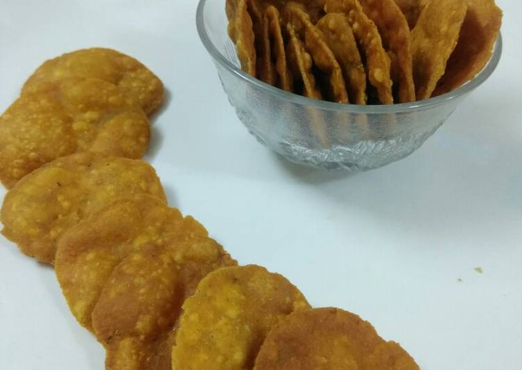 Wheat Flour Puris (Snacks)