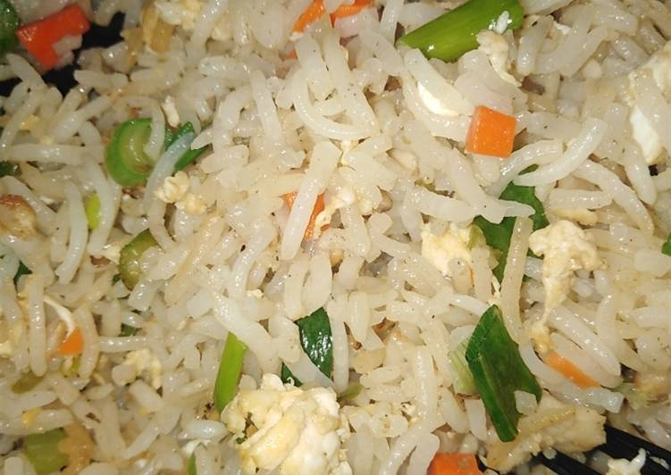 Simple Way to Prepare Perfect Chicken fried rice... (restaurant style)