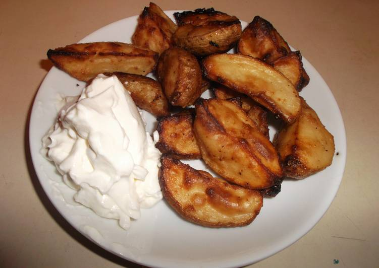 Simple Way to Prepare Super Quick Homemade Seasoned Potato Wedges with Sour Cream