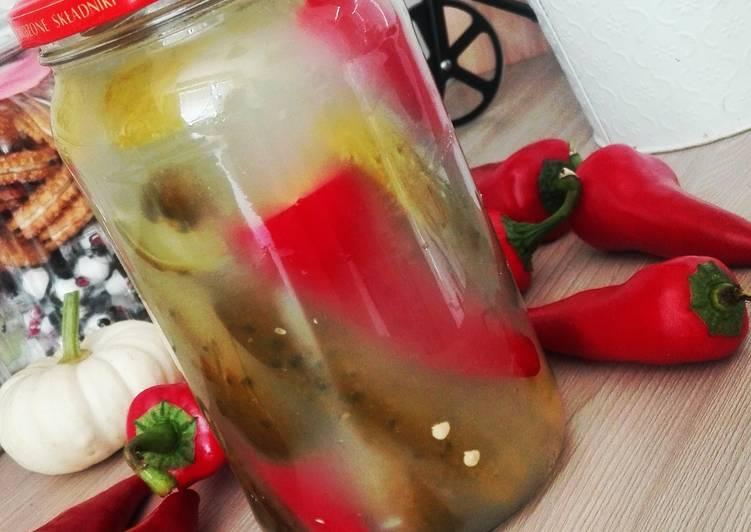 Papryka chilli w ogórkach kiszonych