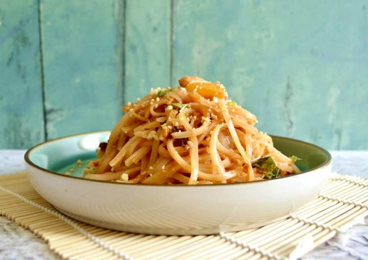 Easiest Way to Cook Yummy Chicken Pad Thai