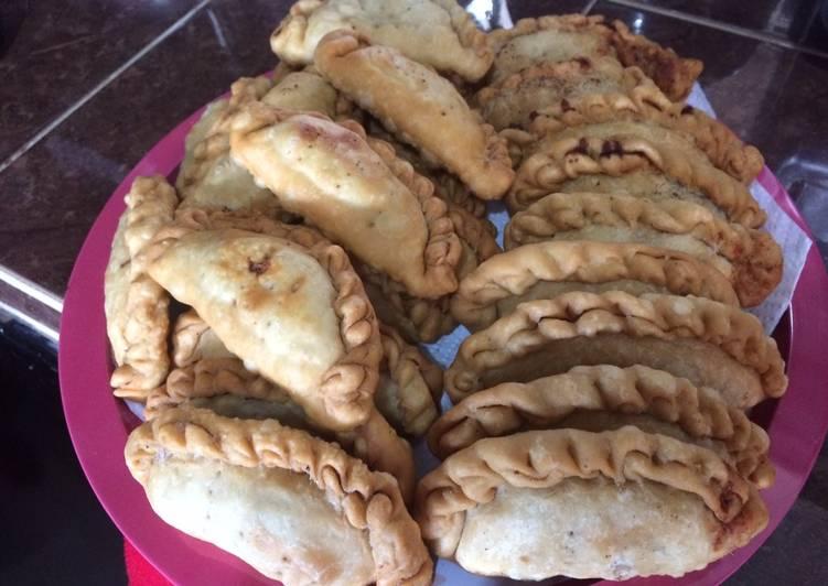Empanadas de carne molida y frijoles
