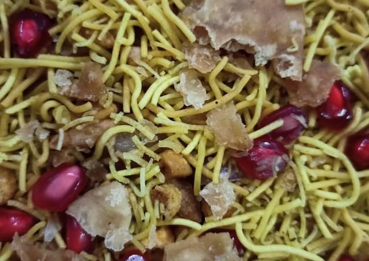 What is Dinner Easy Quick Bhelpuri