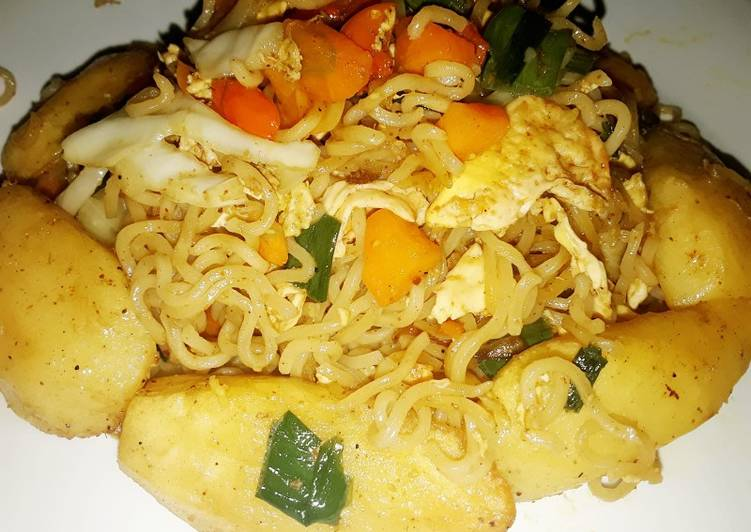 Stir fried indomie with veggies,potatoes and scrambled eggs