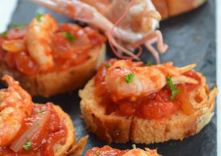 Recette Appétissante Toasts de langoustines aux tomates et oignons rosés de Roscoff