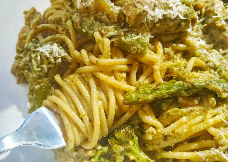 Easiest Way to Prepare Favorite Creamy Pesto Pasta With Chicken, Asparagus & Brocolli