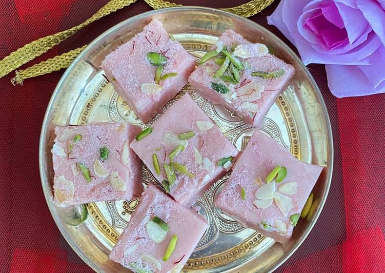 Pink tea fudge