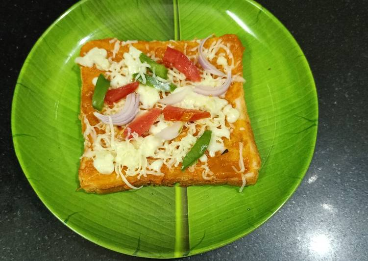 Bread pizza Recipe by Komal Dattani - Cookpad