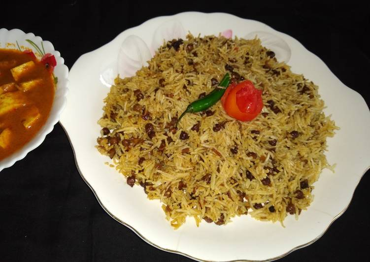 Kala chana pulao with makhmali paneer