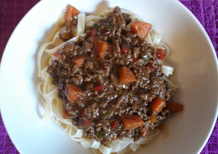 Simple Way to Make Any-night-of-the-week Linguine with beef mince and peppers