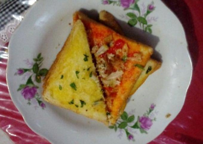 Quick Pizza n Garlic Bread Sandwich