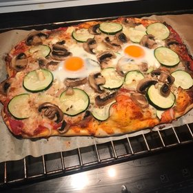Pizza vegetal con huevo