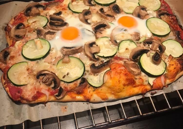 Pizza vegetal con huevo
