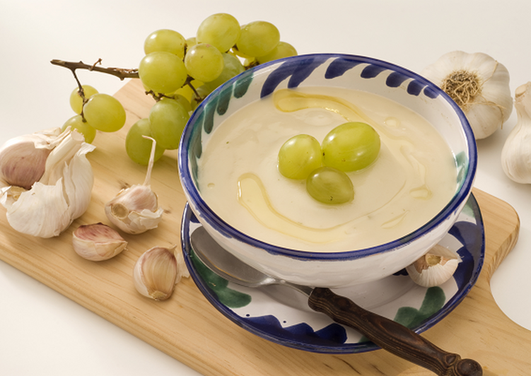 Recipe of Homemade Ajo Blanco: chilled Spanish almond and garlic soup with grapes