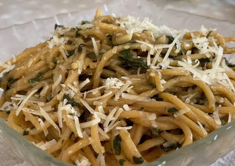Espagueti de lentejas con pesto de albahaca