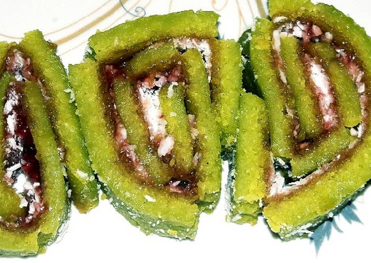 Going Green for Good Health By Eating Superfoods Spinach Swiss Roll