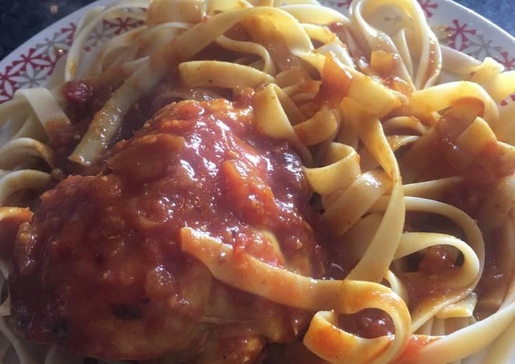 Fetuccines en salsa bolognesa con pollo