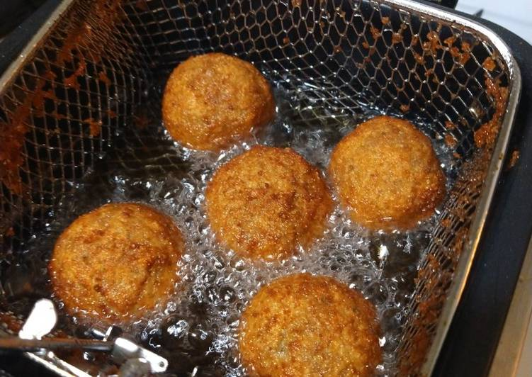 Recipe of Ultimate Deep fried Italian meatballs stuffed with cheese curds