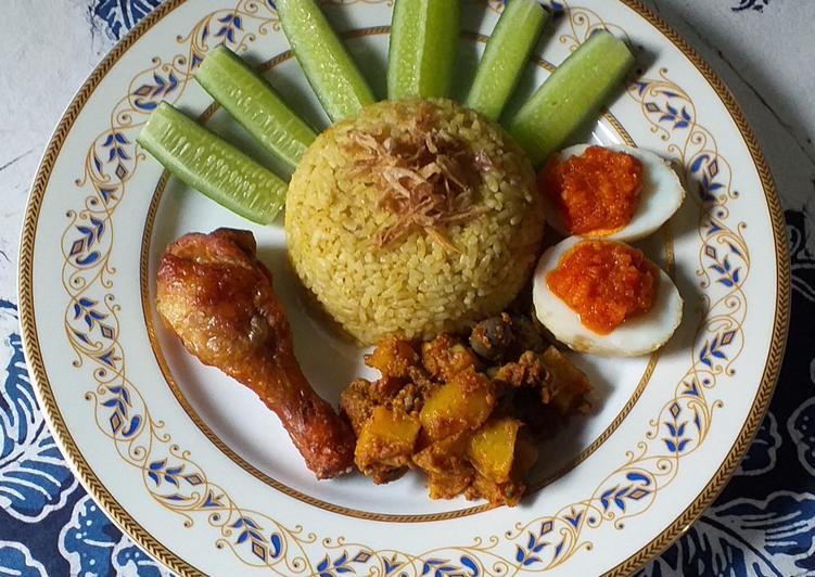 Nasi Kuning Rice Cooker💛