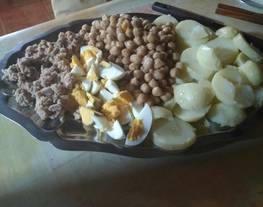 Ensalada de garbanzos con patata, atún y huevo
