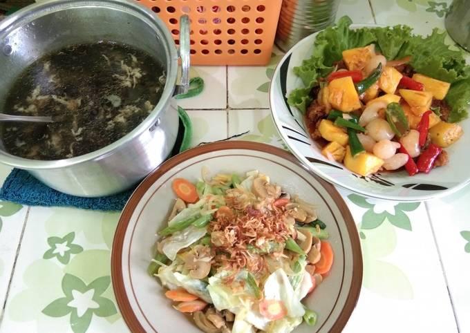 Soup rumput laut, capcay, ayam asam manis