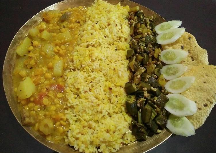 Veg thali..khichidi, dalma, okar fry, salad, papad
