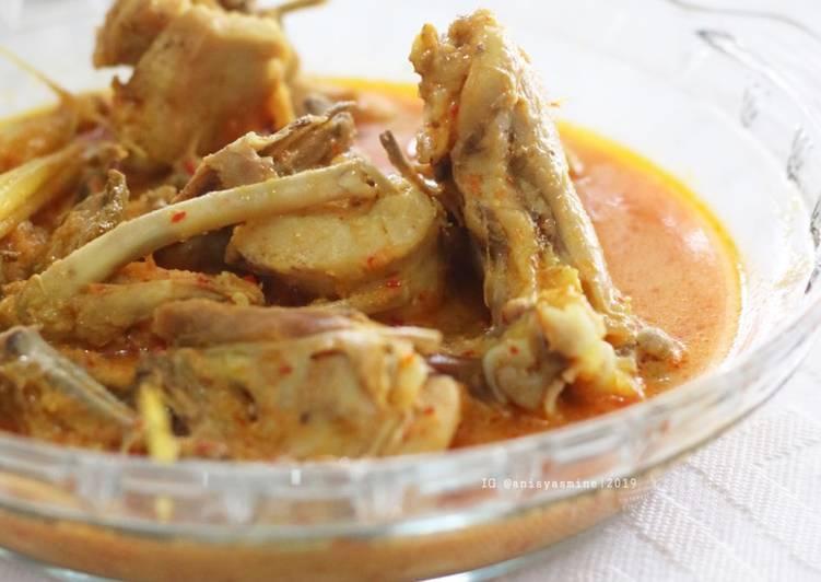 Gulai Ayam Kampung khas minang
