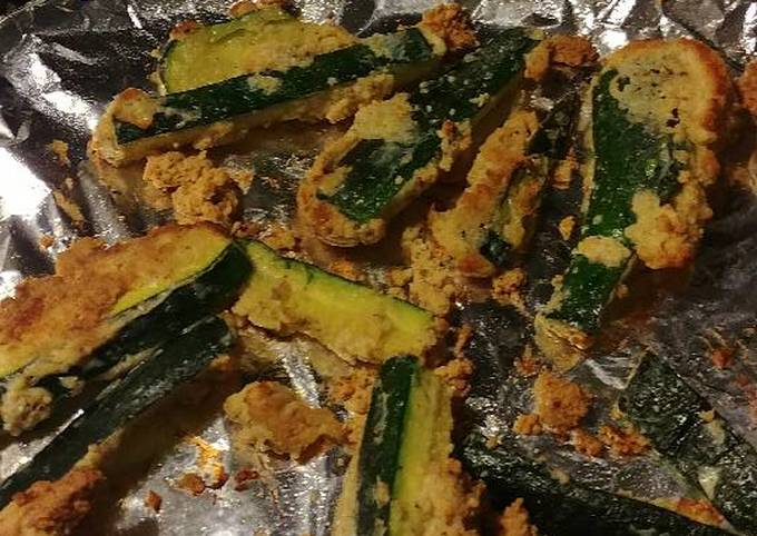 Parmesan zucchini fries with spicy appetizer dipping sauce
