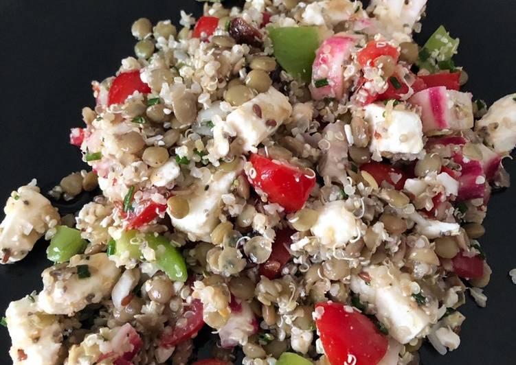 Salade quinoa-lentilles aux légumes d'été et feta