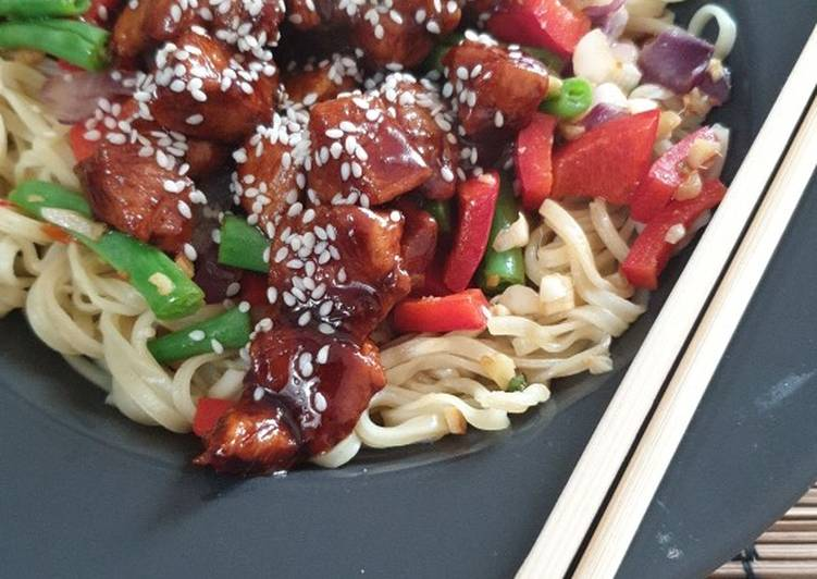 Spicy hoisin chicken and noodles