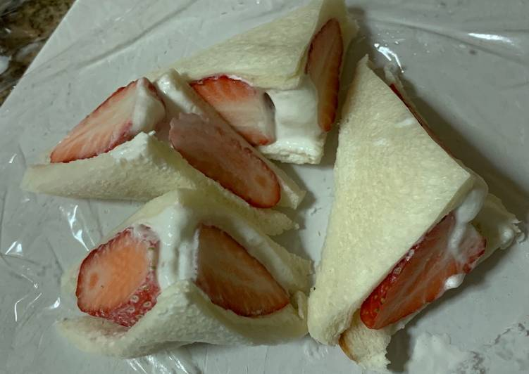 Recipe: Yummy Strawberry Sandwich
