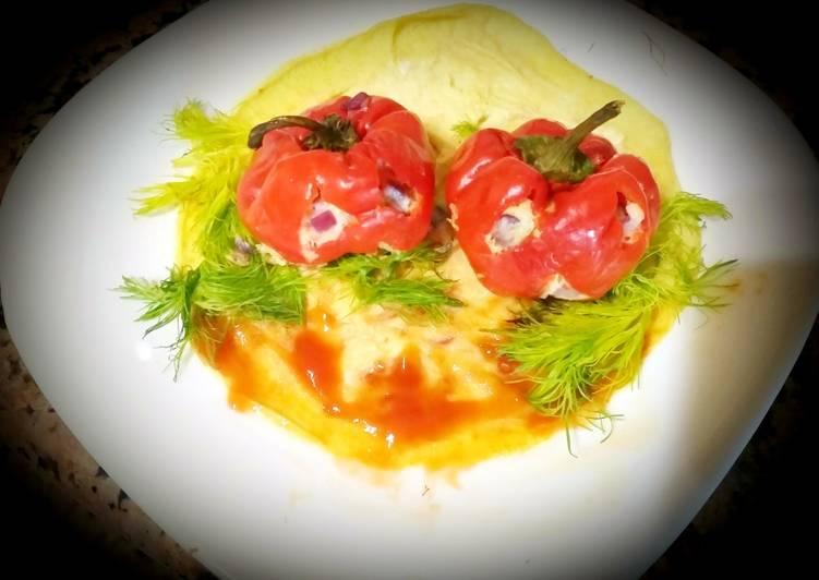 Les poivrons rouges farcies aux oeufs,légumes,fromage